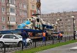 Вертолёт Ми-24 установили на Площади Памяти в газовой столице