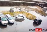 В новоуренгойском дворе развернулась война за парковочное место (ВИДЕО)