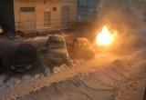 В понедельник утром в мкр. Восточный горел автомобиль (ВИДЕО, ФОТО)