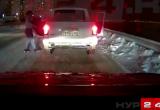 Сотрудники ГИБДД нашли танцующих на дороге пассажиров пикапа и наказали водителя авто