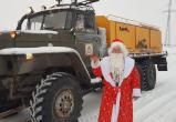 В Новом Уренгое Дед Мороз чистил дороги (ФОТО)