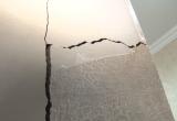 Заложники собственных квартир: дом на Тундровой покрылся трещинами (ФОТО)
