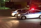 В Новом Уренгое черный автомобиль сбил двух подростков и скрылся с места аварии