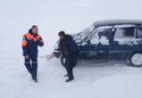 «Ямалспас» эвакуировал пассажиров из сломавшегося автомобиля на зимнике (ФОТО)