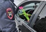 Дорожные полицейские Нового Уренгоя поздравили женщин за рулем (ФОТО, ОПРОС)
