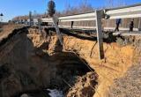 Ямальцев предупреждают о частичном обрушении дороги на территории ХМАО (ФОТО)
