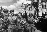 Сегодня вся страна отмечает День Победы