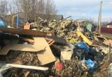 Жительница Салехарда пожаловалась на горы строительного мусора (ФОТО)