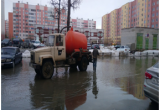 Прокуратура Нового Уренгоя потребовала от УГАДа откачать воду со двора (ФОТО)