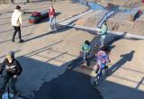 «Я хочу сделать трюк, а там люди»: площадку для скейтеров на «Виадуке» атаковали дети и родители с колясками (ФОТО, ВИДЕО)