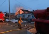 Пожарные в Красноселькупе спасли горящий дом от полного разрушения (ФОТО)