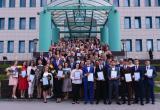 Школу с золотой медалью в Новом Уренгое закончили более полусотни выпускников (ФОТО)