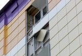 Заброшенное здание все еще угрожает здоровью мимо проходящих новоуренгойцев (ФОТО)