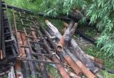 «У нас старый забор был лучше, чем новый»: жители Мирного недовольны обновлениями во дворе (ФОТО)