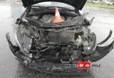 В Новом Уренгое Мереседес проехал на «красный» и протаранил Mitsubishi: есть пострадавшая (ФОТО)