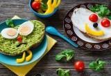 Ученые рассказали о пользе позднего завтрака и раннего ужина