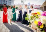 Десятки тысяч рублей на рюши: эксперты подсчитали, сколько родители отдадут за школьные балы