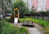 Новоуренгойка пожаловалась на состояние всеми забытой детской площадки (ФОТО)