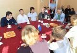 Дмитрий Артюхов обсудил проблемы жителей Коротчаево за чашкой чая (ФОТО)