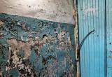 «Где ваше «содержание и текущий ремонт» дома?»: жительница Нового Уренгоя потребовала ремонт своего подъезда (ФОТО)