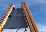 В Новом Уренгое обнаружили опасные детские качели напротив ТЦ «Вертолет» (ВИДЕО)