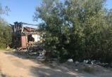 «Как будто декорации к фильму об экологической катастрофе»: снос сгоревшего дома в Новом Уренгое не начинается уже три года (ФОТО)