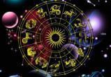 Козерогов одолеет шопоголизм, а Стрельцы проведут день за бесполезными разговорами: гороскоп на 19 сентября