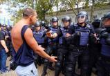 Дебоширу из Нового Уренгоя дали год и два месяца колонии за пинок полицейского