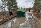 В Пуровском районе нашли и эвакуировали рыбака, который выбрал неудачную дорогу к озеру (ФОТО)