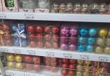 Новый год постучался в Новый Уренгой: магазины газовой столицы продают шары и хлопушки (ФОТО)