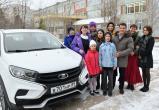 Губернатор Артюхов выполнил обещание: автомобиль Lada подарен многодетной семье