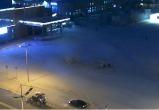 В Новом Уренгое начали строить ледовый городок (ФОТО)