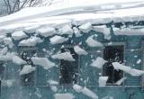 В Ноябрьске снег с крыши рухнул на автомобиль