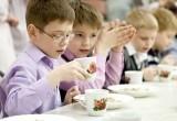 Младшие школьники России будут обеспечены бесплатным горячим питанием