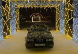 Мужчину, устроившего фотосессию BMW на тротуаре в Новом Уренгое, оштрафовали (ФОТО)