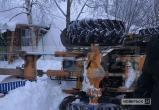 В Ноябрьске трактор, убирая снег, «прилег отдохнуть» (ФОТО)