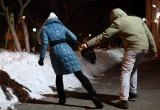 «Преградил путь, повалил на снег и ударил»: на Ямале посреди улицы избили и ограбили девушку