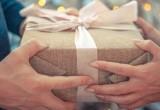 Россияне рассказали, сколько потратят на новогодние подарки (ОПРОС)